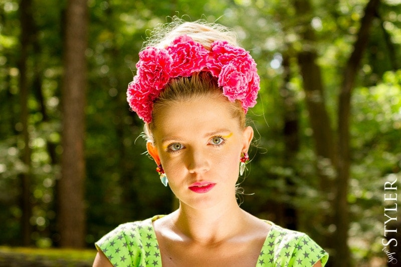 blog moda,Simple,Frida Kahlo,moda fluo,pin-up,moda lat 50-tych,fluo torebka,modne sukienki 2013,moda najnowsze trendy