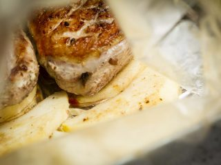 obiad,potrawa,kulinaria,kaczka,pierś z kaczki,piersi z kaczki,drób,kaczka pieczona,pieczeń,pikantna kaczka,kaczka w przyprawach korzennych,przyprawy korzenne,potrawy pikantne