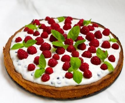 ciasto,ciasto kruche,kruche ciasto,ciasto w owocami,ciasto z kremem,ciasto z owocami leśnymi,ciasto z malinami,ciasto z jagodami,słodkie wypieki,deser,ciasto na lato