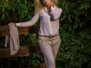 trendy jesień 2013,jesień 2013, safari,moda biurowa,Stefanel,ażurowy sweter,eleganckie spodnie,zestaw do biura,jedwabna koszula,koszula z pagonami,beż,biała koszula,naturalny look,tkaniny naturalne,klasyczny look,boyfriendy,spodnie boyfriend,spodnie damskie,koszule damskie