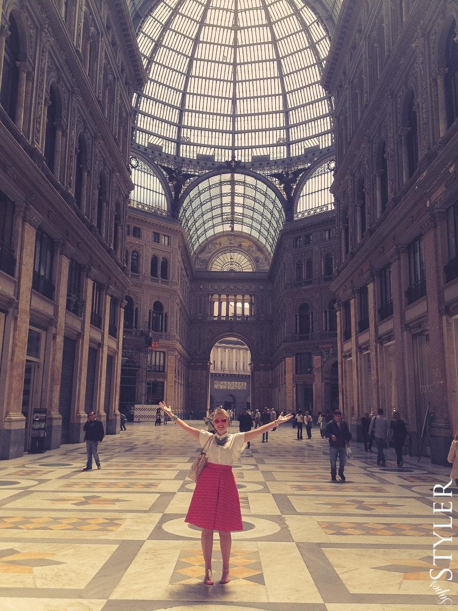 Galeria Umberto,Neapol,Włochy,wycieczka,zwiedzanie,turystyka,turyści,turysta,rady,porady,zwiedzanie,zabytki,jedzenie,desery,zdjęcia,co zwiedzać,weekend w Rzymie,co warto zobaczyć w Rzymie,plan wycieczki Rzym,plan wycieczki po Rzymie,Watykan,wakacje we Włoszech