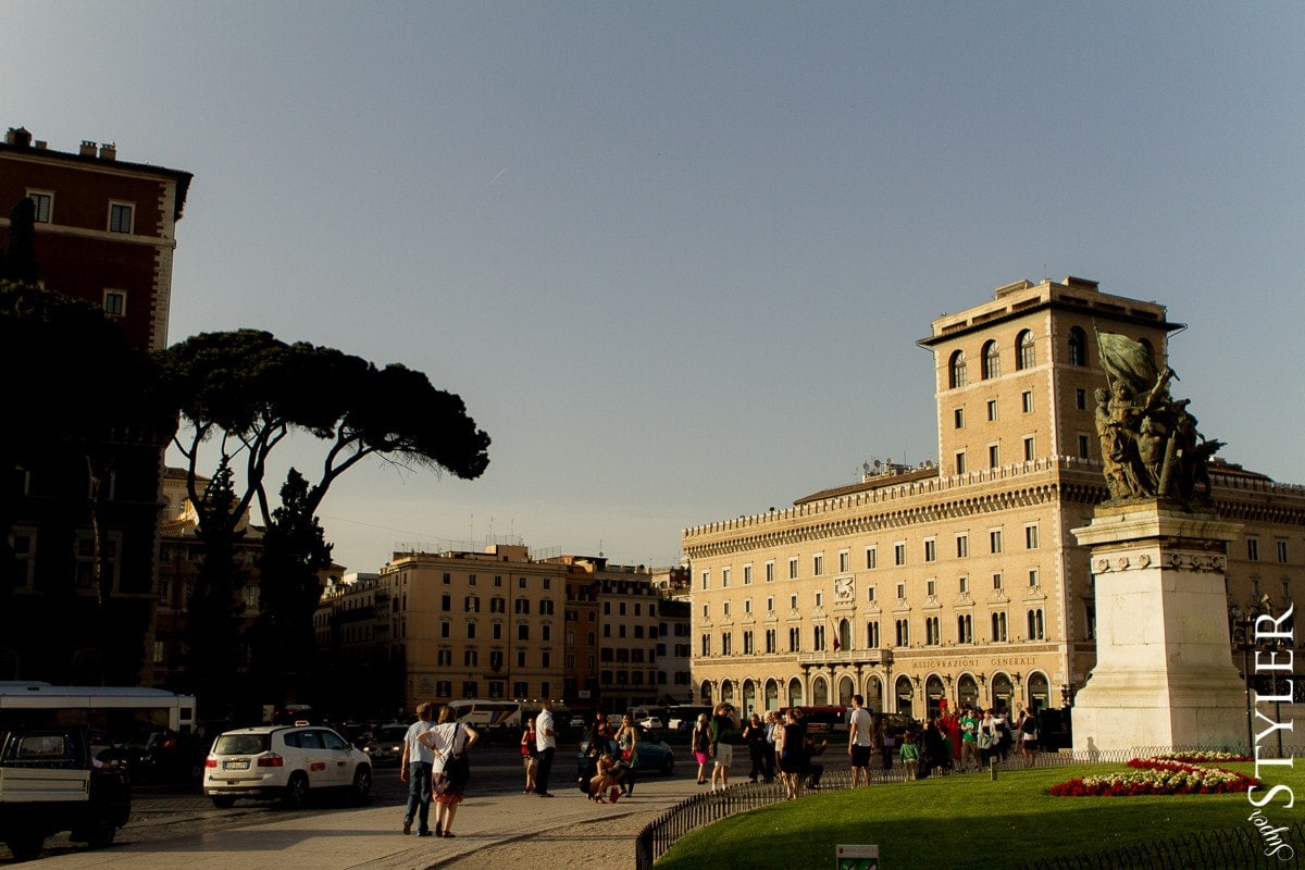 Piazza Venezia,Plac Wenecki,Włochy,Rzym,wycieczka,zwiedzanie,turystyka,turyści,turysta,rady,porady,zwiedzanie,zabytki,jedzenie,desery,zdjęcia,co zwiedzać,weekend w Rzymie,co warto zobaczyć w Rzymie,plan wycieczki Rzym,plan wycieczki po Rzymie,Watykan,wakacje we Włoszech