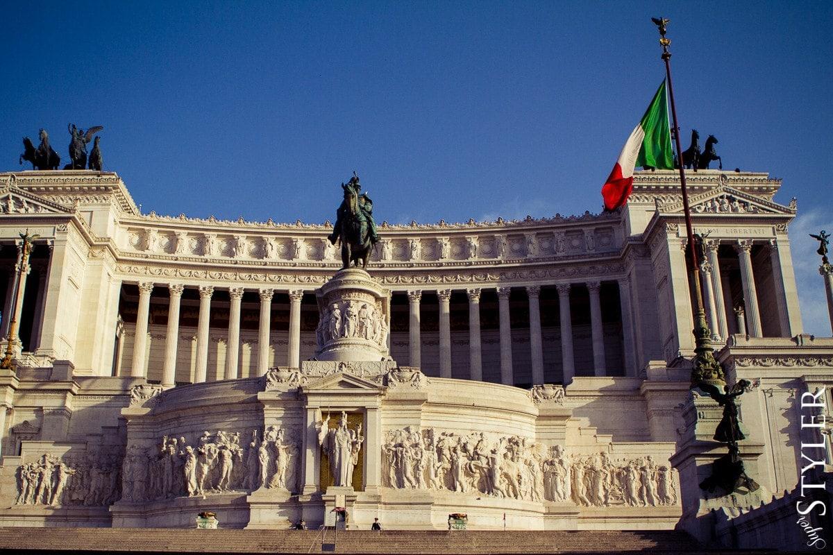 Piazza Venecia,Plac Wenecki,Włochy,Rzym,wycieczka,zwiedzanie,turystyka,turyści,turysta,rady,porady,zwiedzanie,zabytki,jedzenie,desery,zdjęcia,co zwiedzać,weekend w Rzymie,co warto zobaczyć w Rzymie,plan wycieczki Rzym,plan wycieczki po Rzymie,Watykan,wakacje we Włoszech