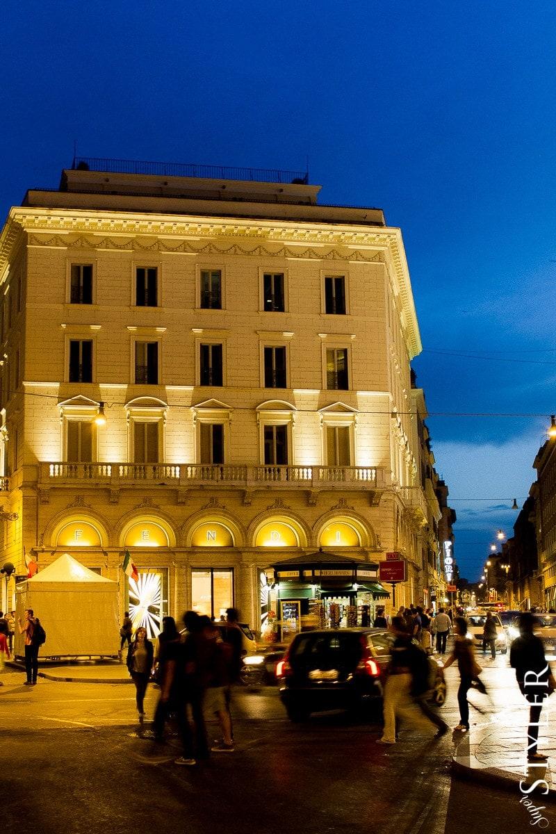 Fendi,sklep,Włochy,Rzym,wycieczka,zwiedzanie,turystyka,turyści,turysta,rady,porady,zwiedzanie,zabytki,jedzenie,desery,zdjęcia,co zwiedzać,weekend w Rzymie,co warto zobaczyć w Rzymie,plan wycieczki Rzym,plan wycieczki po Rzymie,Watykan,wakacje we Włoszech