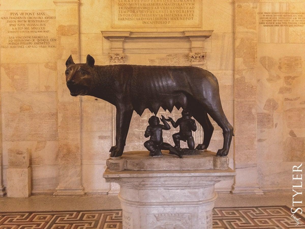 Wilczyca kapitolińska,Remus i Romulus,Włochy,Rzym,wycieczka,zwiedzanie,turystyka,turyści,turysta,rady,porady,zwiedzanie,zabytki,jedzenie,desery,zdjęcia,co zwiedzać,weekend w Rzymie,co warto zobaczyć w Rzymie,plan wycieczki Rzym,plan wycieczki po Rzymie,Watykan,wakacje we Włoszech