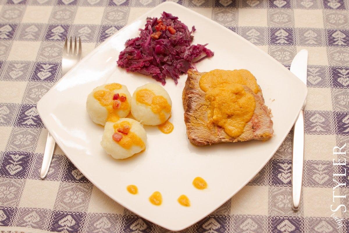 pieczeń na dziko,pieczeń,pieczeń z wołowiny,obiad po polsku,tradycyjna potrawa polska,kuchnia polska,dania z wołowiny,wołowina pieczona,pieczeń z sosem jarzynowym