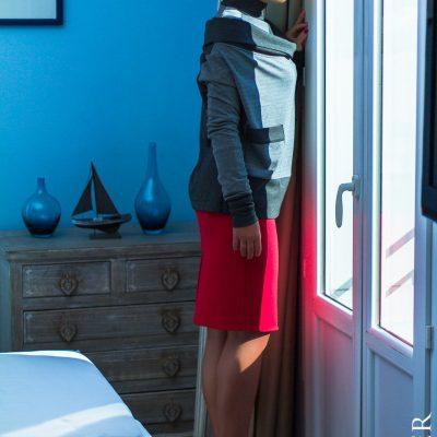 Tatuum,czerwona spódnica,turkusowa bluzka,szara bluzka,czerwone szpilki,Nicea,Francja,Lazurowe Wybrzeże,wycieczka,moda,elegancja,elegancka stylizacja,film