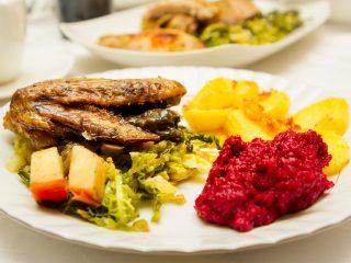 perliczka,perliczka w maderze,perliczka z kapustą,perliczka w kapuście,perliczka pieczona,perliczka przepis,drób, drób przepisy,dania z drobiu przepisy,przepisy na dania obiadowe,przepisy na obiad,buraczki zasmażane,buraki zasmażane,pomysl na obiad,przepis na obiad,co na obiad,przepis na dobry obiad,kuchnia polska,tradycyjna kuchnia polska,nowoczesna kuchnia polska,kuchnia polska potrawy, kuchnia polska dania