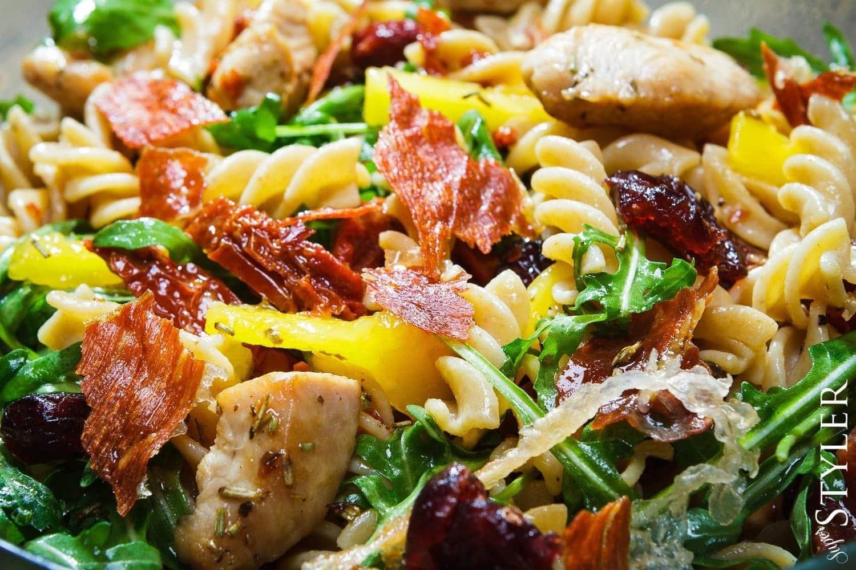 salatka-z-makaronem-pelnoziarnistym-4