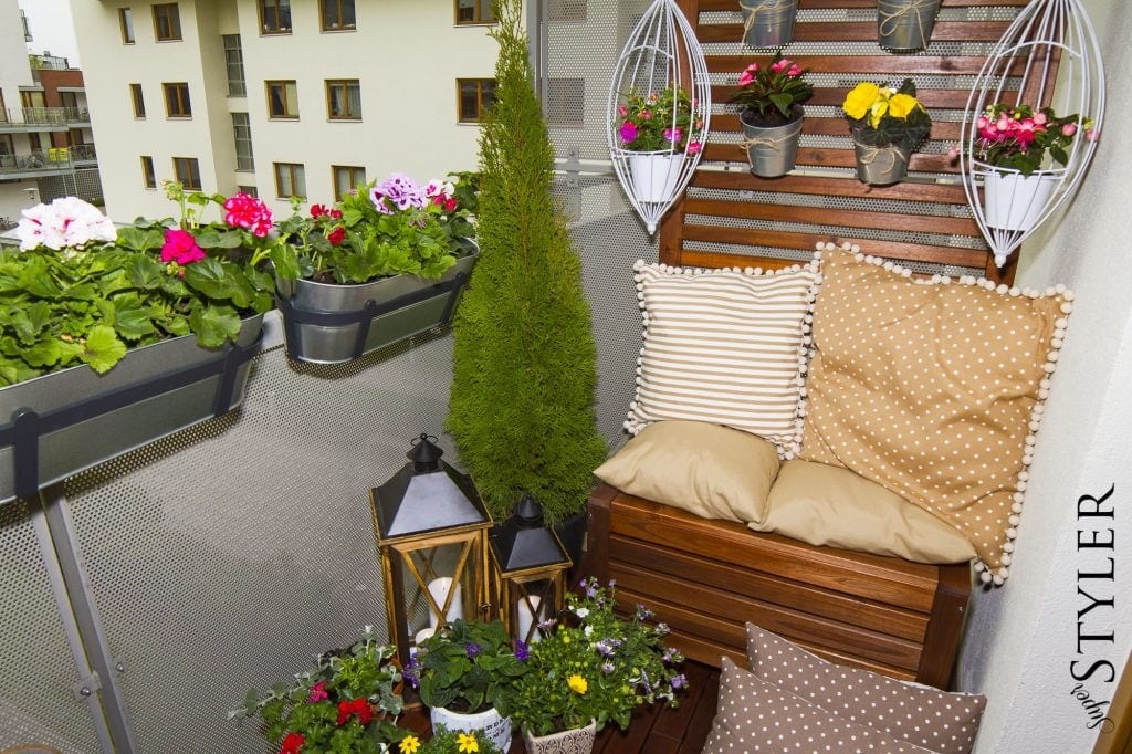 Jak Urządzić Balkon Kwiaty Na Balkon Doniczki Superstyler