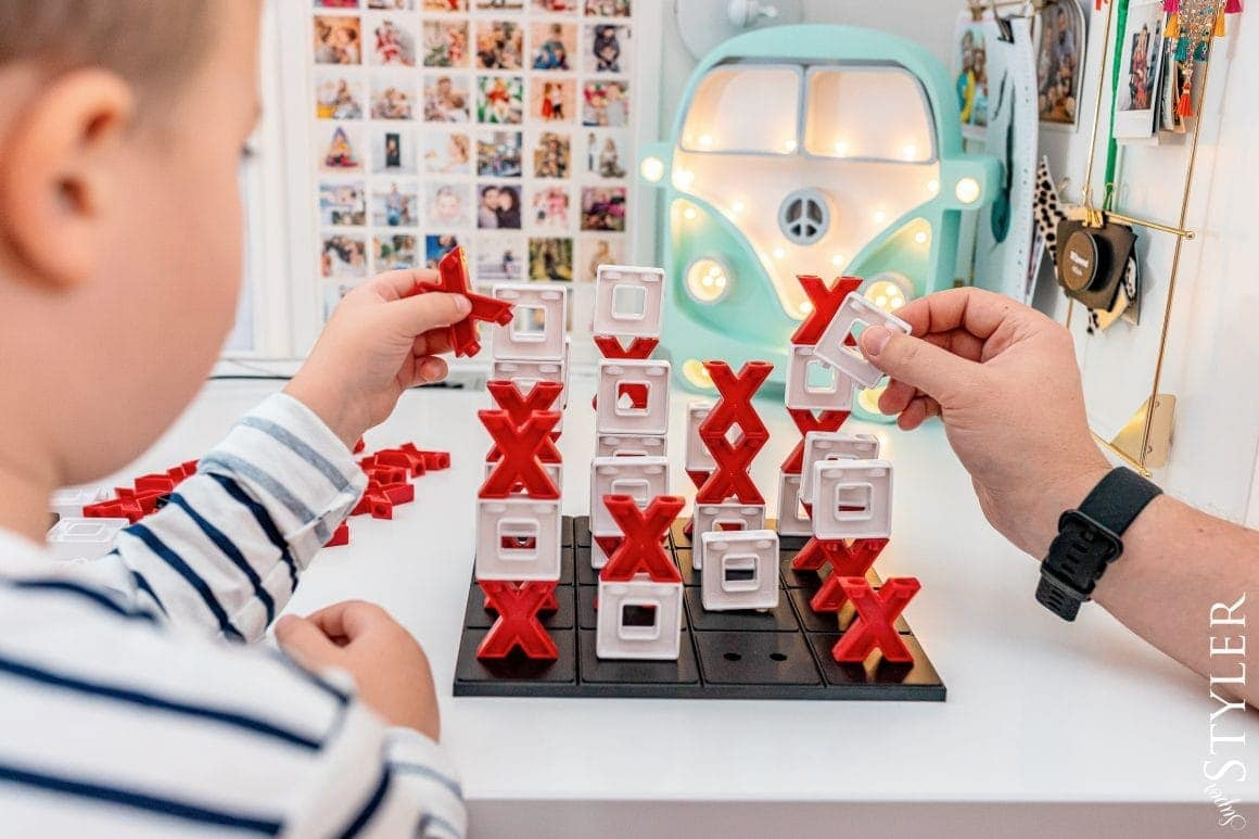 zabawy dla dzieci w domu przestrzenna gra w kolko i krzyżyk superstyler